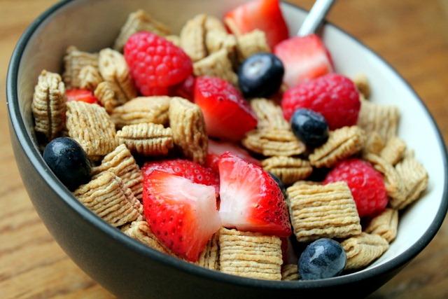 how to choose healthy cereal www.feedingaudrey.com