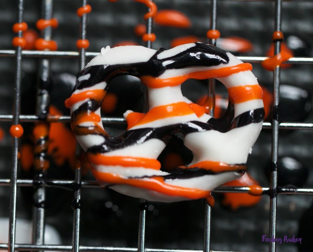 spooky pretzels www.feedingaudrey.com